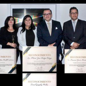Directivos de Lex Pro Humanitas reciben reconocimiento por iniciativa en contra de delitos sexuales en Puebla.