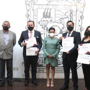 Reciben directivos de Lex Pro Humanitas reconocimiento en el Congreso de Puebla.
